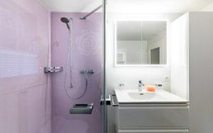 Farbe WSP-Platte als Rückwand in der Dusche